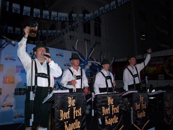 Die Dorf Fest Oktoberfest Band
