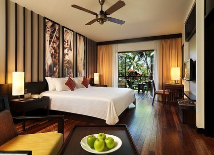 beachfront-hotel-honeymoon-asia