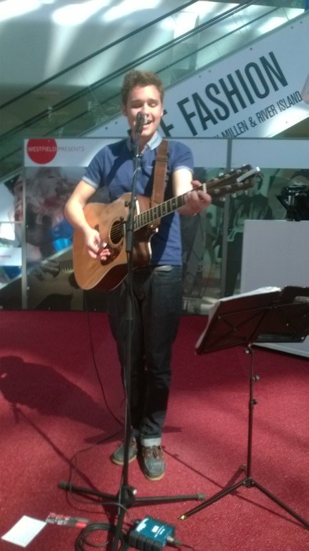 Solo-guitarist-singer-hire-london