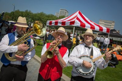 The Busketeers - Dixieland , Bebop Swing Band