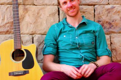 Live Solo Guitarist And Vocalist