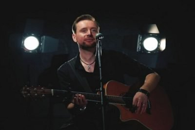 Phil - Solo Singer Guitarist - Music For London